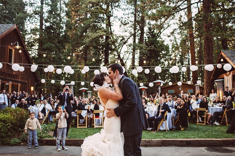 yosemite-emotional-wedding-reception-photographer