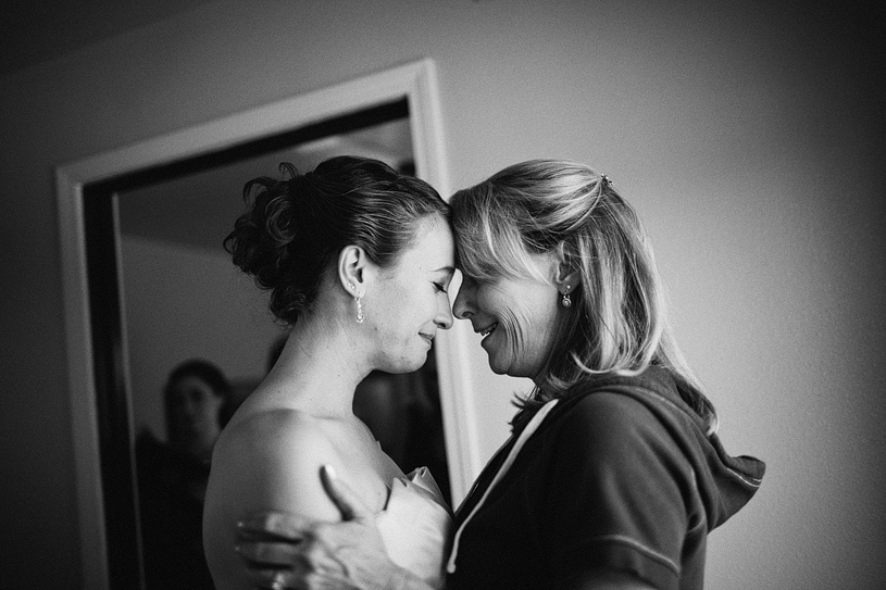 touching-parent-wedding-moments015