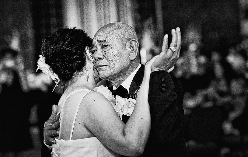 touching-parent-wedding-moments018