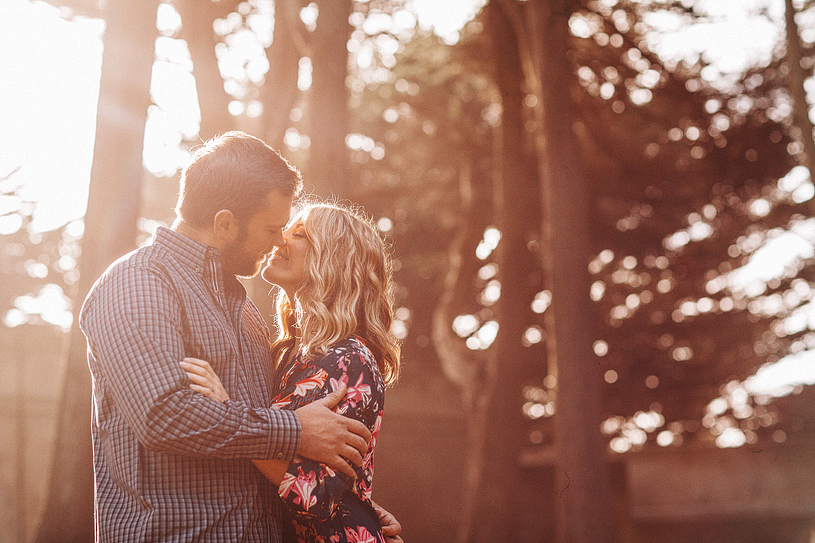 Beautiful spring engagement session at the Sutro Height's Park in San Francisco