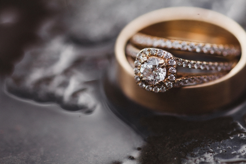 soft gold bridal ring set at the vine hill house by heather elizabeth photography