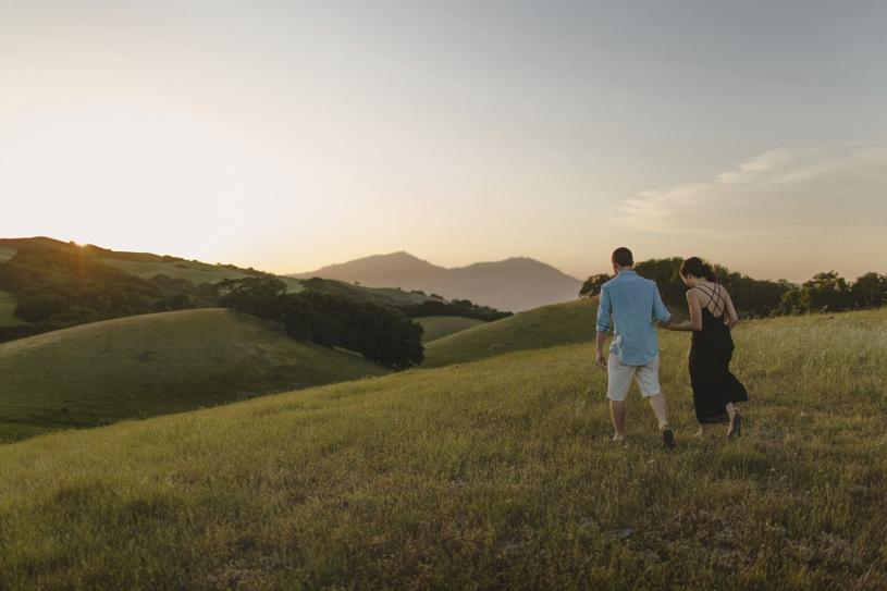 fine art sunset engagement on the hills of livermore by heather elizabeth photography