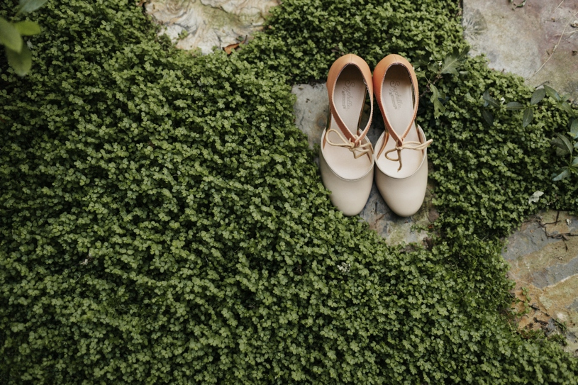 vintage thrift wedding shoes for a wedding in UC Davis by Heather Elizabeth Photography