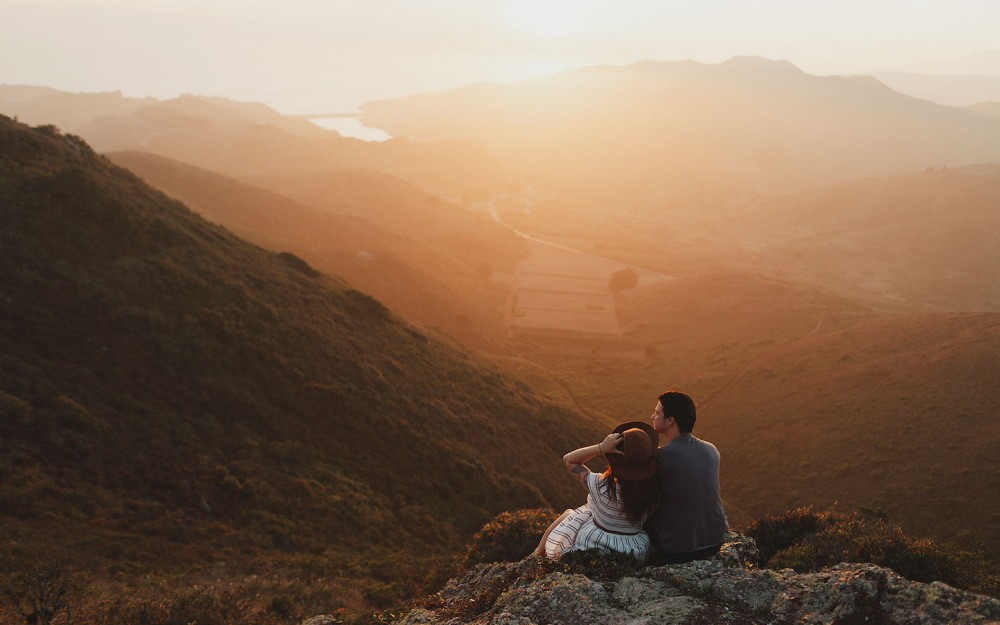 sunset hazy engagement session in the marin headlands by heather elizabeth photography featuring a cute hipster couple