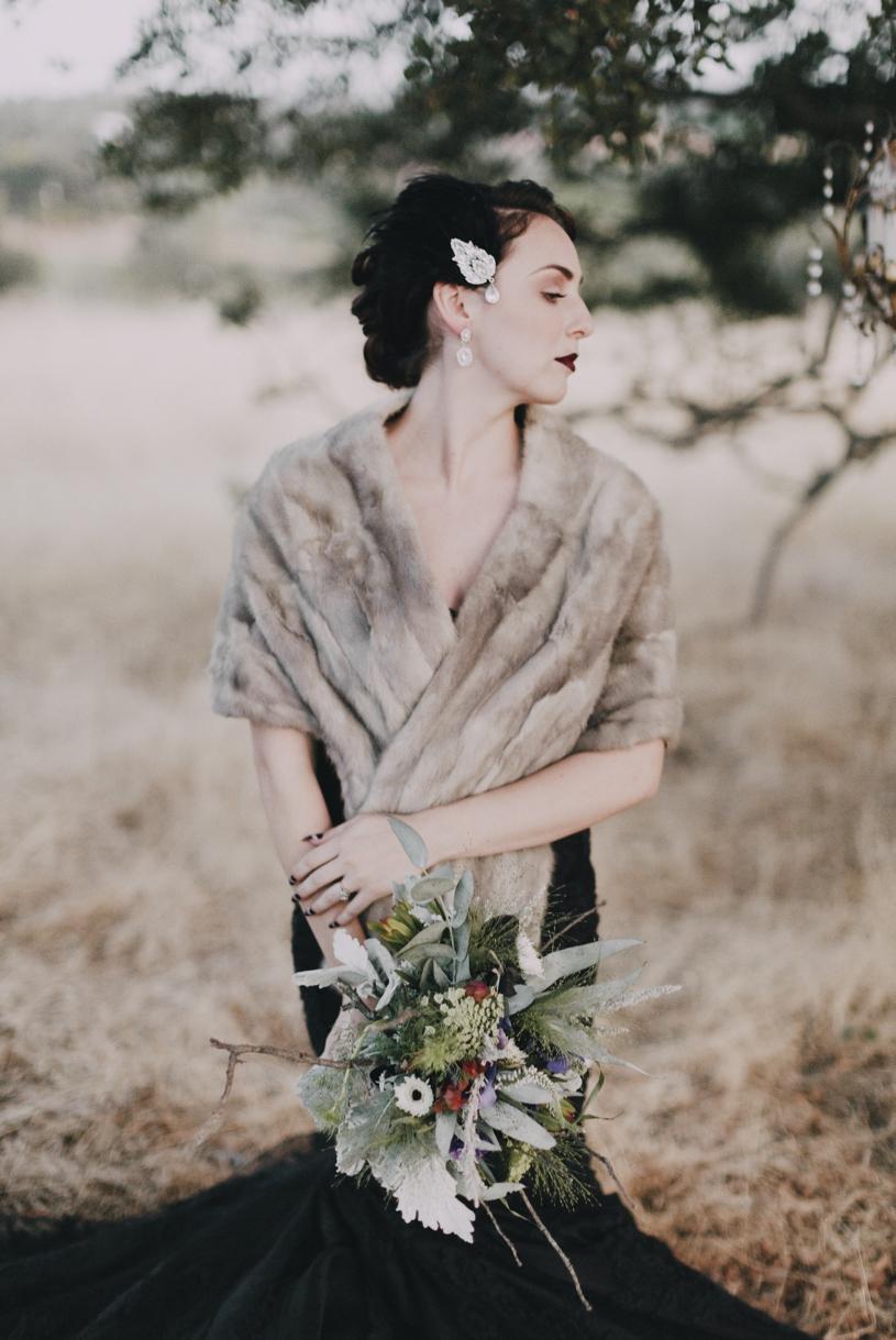Fall haunted edgar allen poe wedding inspiration by heather elizabeth photography