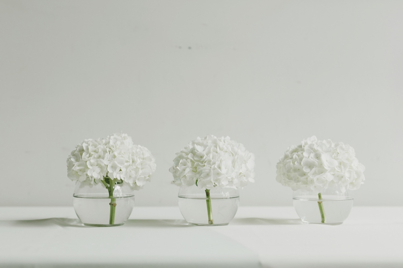 minimalistic modern white and green wedding decor at a wedding at firehouse 8 by heather elizabeth photography