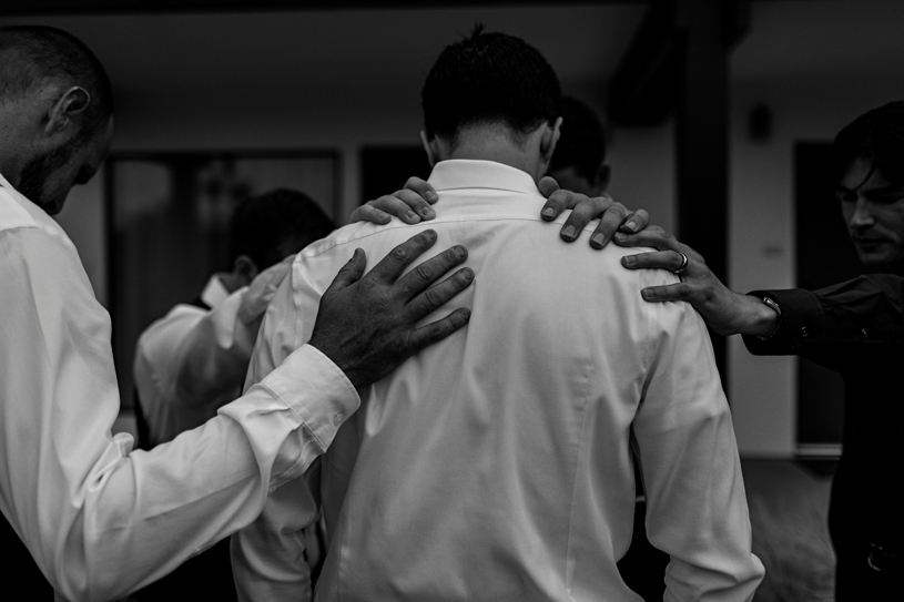 praying before a wedding ceremony in san marcos california by heather elizabeth photography