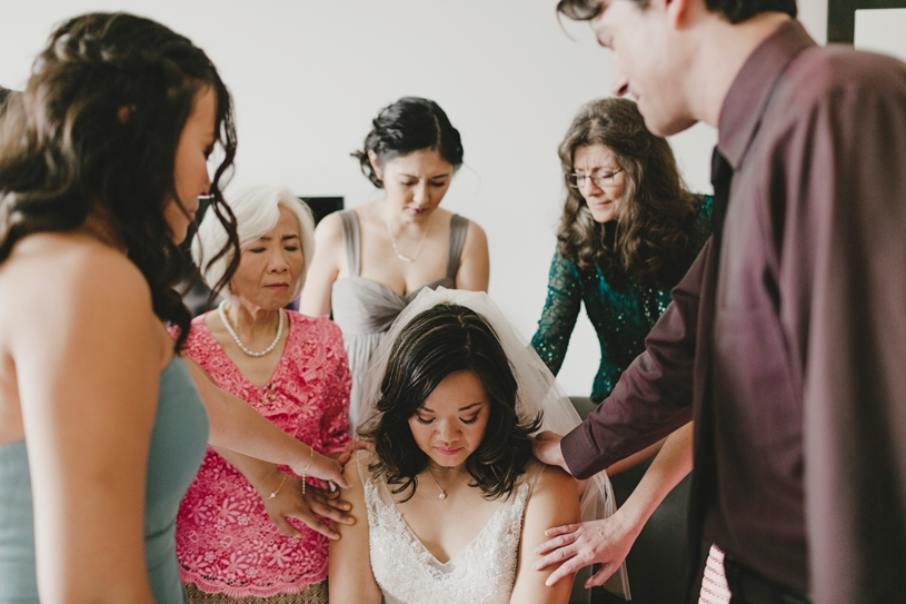 emotional wedding photography momement at the lakehouse resort by heather elizabeth photography