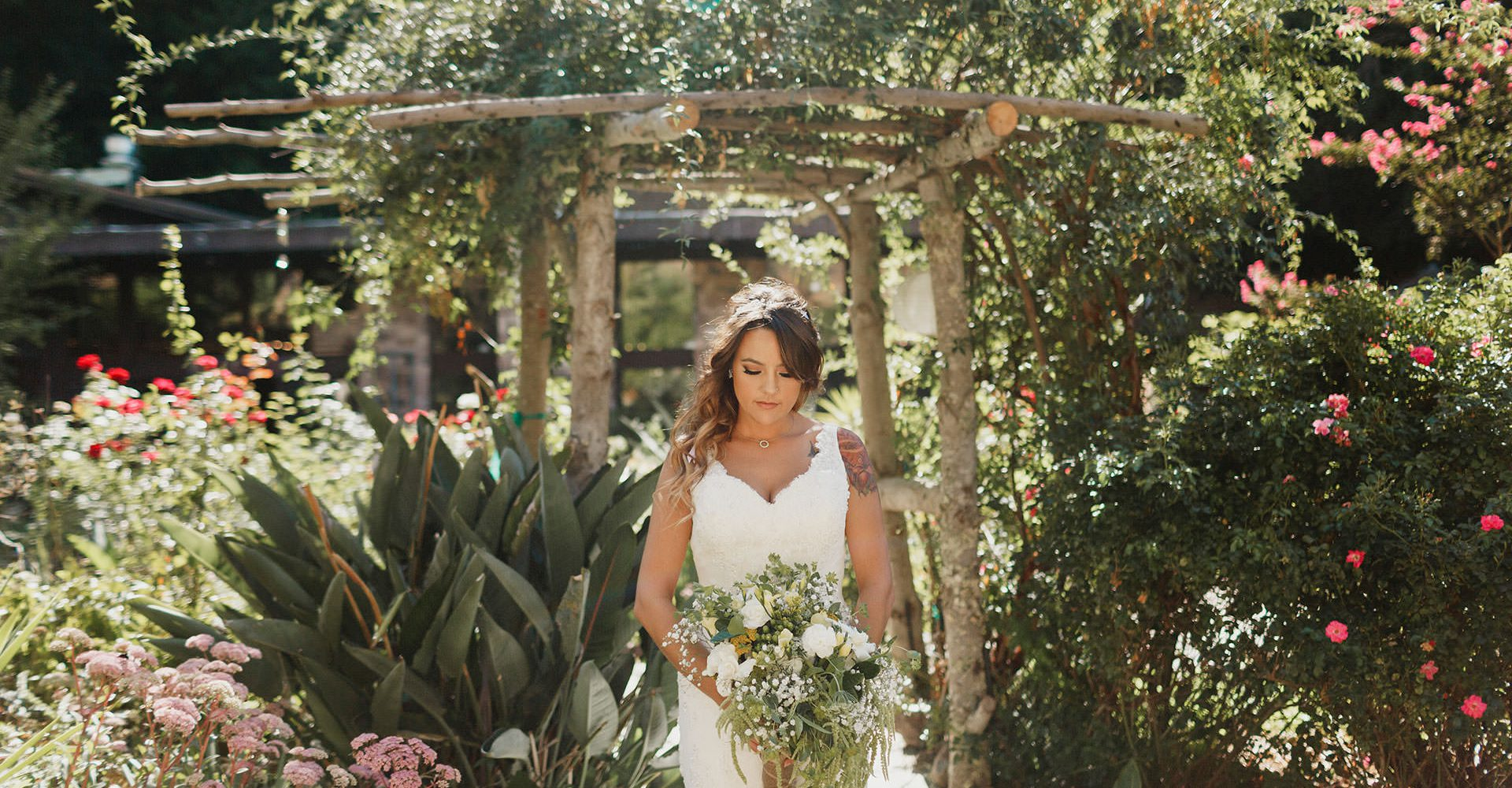 outdoor lafayette wedding with cascade bouquet